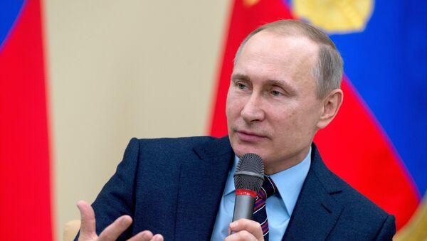 Vladímir Putin, el presedinte de Rusia, durante un encuentro con los miembros del Club de Líderes - Sputnik Mundo