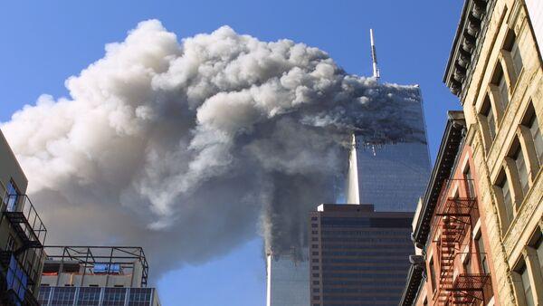 Las Torres Gemelas de Nueva York durante el ataque del 11 de septiembre de 2001 - Sputnik Mundo