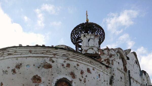 Una iglesia destruida en Donetsk - Sputnik Mundo