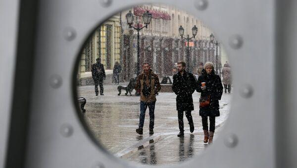El 54% de los rusos cree necesario fortalecer los vínculos con Occidente - Sputnik Mundo