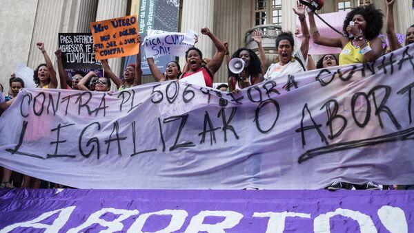 Demostración de mujeres a favor de la legalización del aborto en Río de Janeiro - Sputnik Mundo