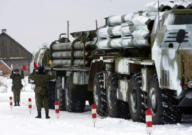 Lanzacohetes múltiples Smerch durante las maniobras militares en Bielorrusia (archivo)