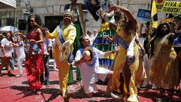 Alcalde de Río de Janeiro, Eduardo Paes y la monarca de la fiesta, el 'Rey Momo' - Sputnik Mundo