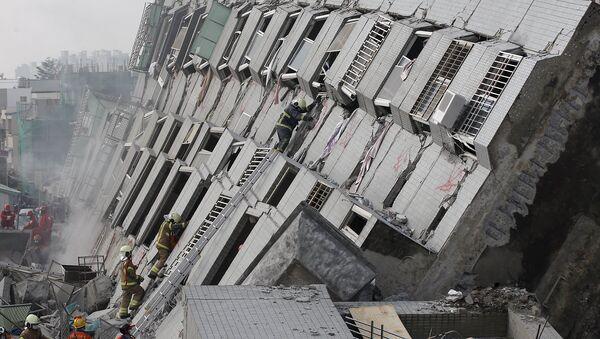 Edificio de 17 plantas Weiguan Jinlong, derribado tras el terremoto - Sputnik Mundo