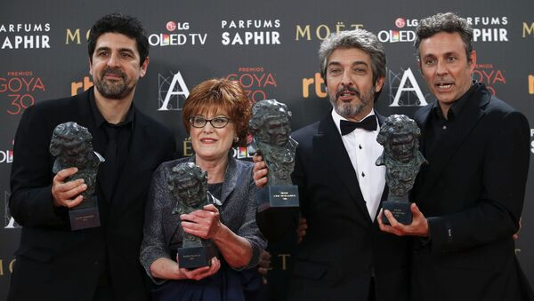 Director Cesc Gay, productora Marta Esteba, actor Ricardo Darin y guionista Tomàs Aragay durante la ceremonia - Sputnik Mundo