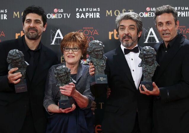 Director Cesc Gay, productora Marta Esteba, actor Ricardo Darin y guionista Tomàs Aragay durante la ceremonia
