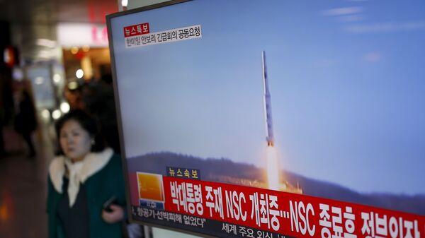 Corea del Norte lanza un misil de largo alcance - Sputnik Mundo