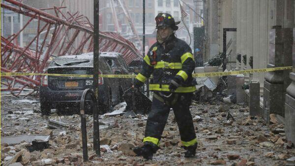 El derrumbe de una grúa de construcción en Manhattan - Sputnik Mundo