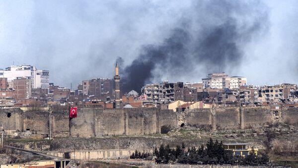 El distrito Sur de la ciudad de Diyarbakir después de los enfrentamientos entre los activistas kurdos y el Ejército turco - Sputnik Mundo