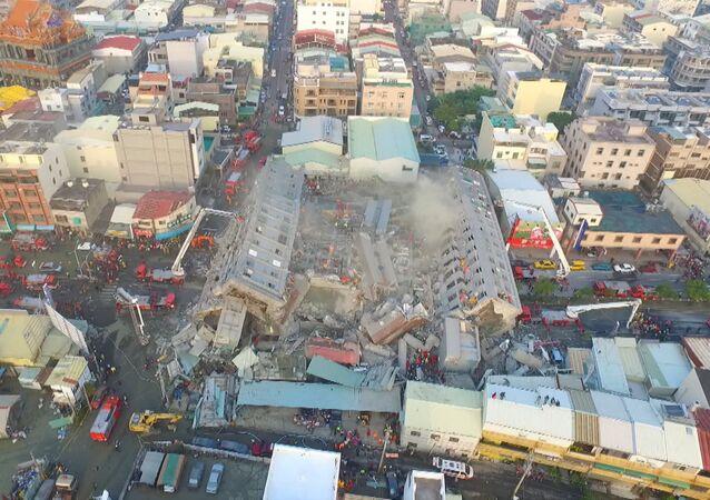 Un dron captó el derrumbamiento de un edificio durante el terremoto en Taiwán