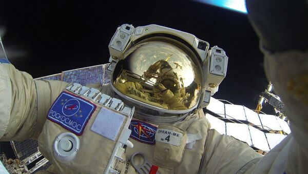 Cosmonautas rusos realizan el primer paseo espacial de 2016 - Sputnik Mundo