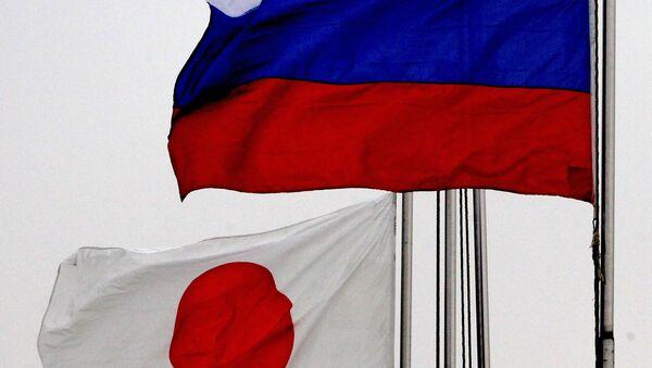 Banderas de Japón y de Rusia - Sputnik Mundo
