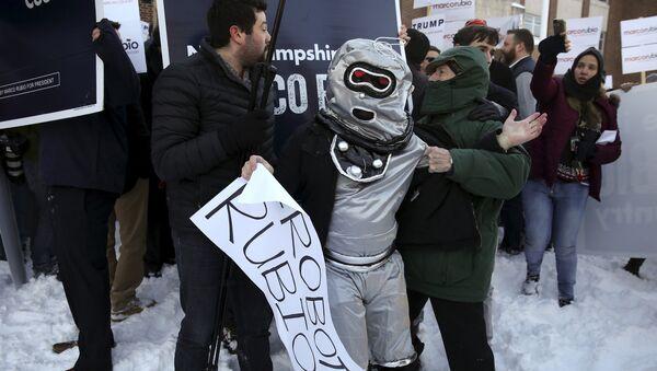 Los robots de Rubio protestan en las primarias de New Hampshire - Sputnik Mundo
