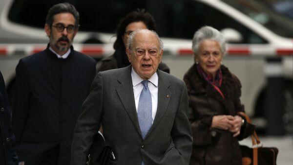 Jordi Pujol, expresidente catalán, y su mujer en la Audiencia Nacional de Madrid - Sputnik Mundo