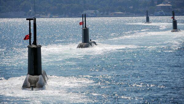 Submarinos turcos durante un desfile - Sputnik Mundo