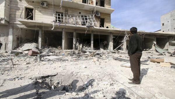 Edificios destruidos por bombardeos en Alepo (Archivo) - Sputnik Mundo