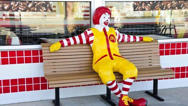 Ronald Mcdonald, mascota oficial de McDonald's - Sputnik Mundo