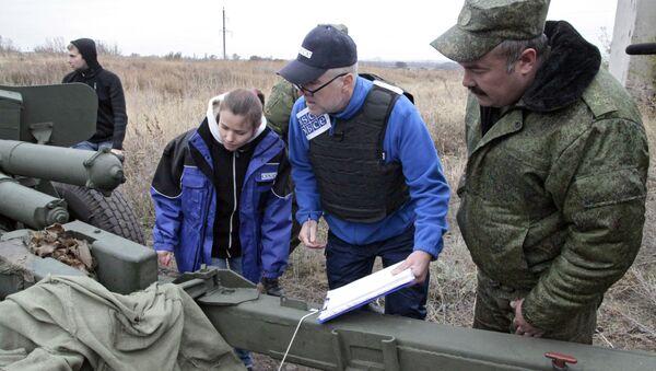 Observadores de la misión de la OSCE en Donbás - Sputnik Mundo