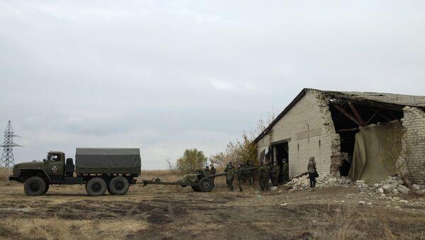 Repliegue de armas en Donbás (archivo) - Sputnik Mundo