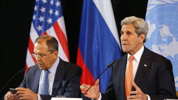El ministro de Relaciones Exteriores de Rusia Seguéi Lavrov y el secretario de Estado de EEUU John Kerry durante la conferencia tras el encuentro del Grupo de Apoyo a Siria en Munich, Alemania. El 12 de febrero del 2016. - Sputnik Mundo