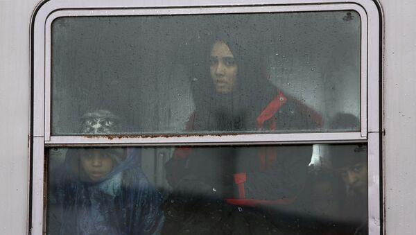 Refugiados van a Eslovenia - Sputnik Mundo