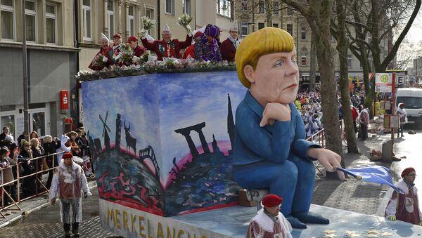 Figura de Angela Merkel durante el Carnaval de Colonia - Sputnik Mundo