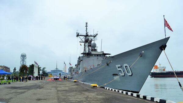 USS Taylor de las fuerzas navales de EEUU en el puerto georgiano de Batumi (archivo) - Sputnik Mundo