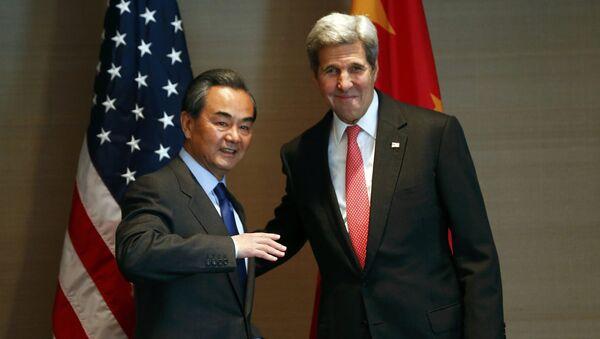 Secretario de Estado de EEUU, John Kerry y ministro de Exteriores de China, Wang Yi - Sputnik Mundo