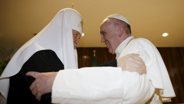 Patriarca ortofdoxo ruso Kiril y papa católico Francisco - Sputnik Mundo