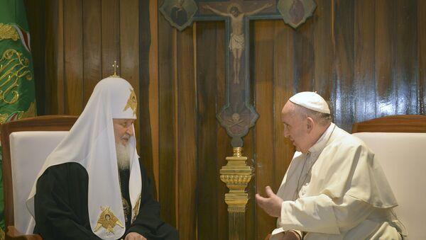Patriarca ruso Kiril y papa Francisco - Sputnik Mundo