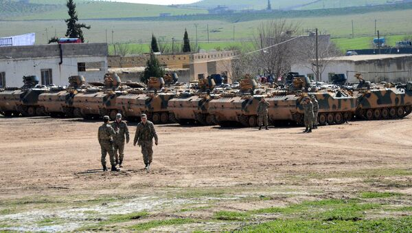 Los vehículos turcos y tanques cerca de la frontera con Siria - Sputnik Mundo