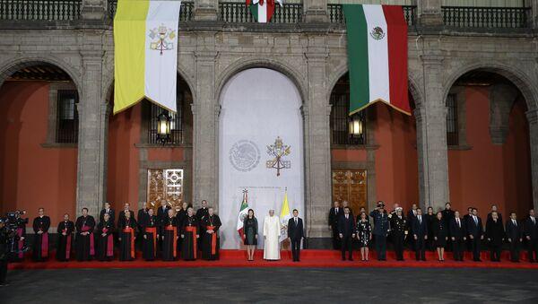 Papa Francisco en el Palacio Nacional en México - Sputnik Mundo