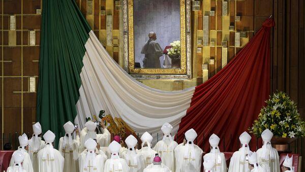 Papa Francisco en la Basílica de la Virgen de Guadalupe, la Ciudad de México, el 13 de febrero de 2016 - Sputnik Mundo