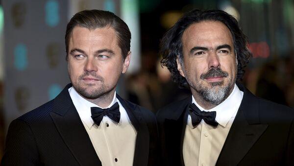 Leonardo DiCaprio y Alejandro González Iñárritu, director de la película El renacido - Sputnik Mundo