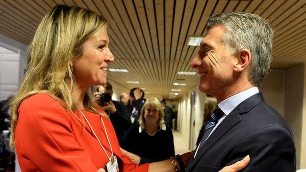 La reina Máxima de Holanda con el presidente de Argentina, Mauricio Macri - Sputnik Mundo