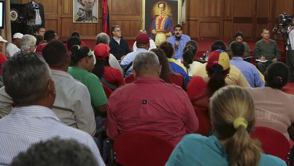 Nicolás Maduro, presidente de Venezuela, durante el encuentro con activistas sociales en el Palacio de Miraflores - Sputnik Mundo