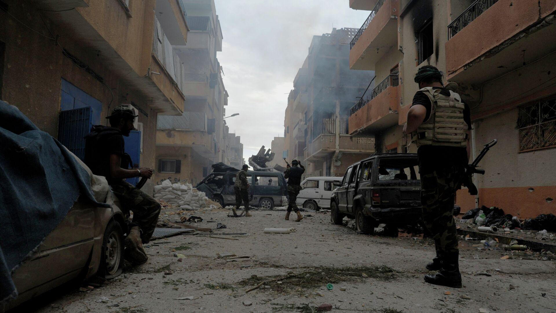 Libia hoy día ha dejado de existir como un país íntegro como resultado de la intervención de la OTAN en el conflicto interno de 2011. Actualmente su territorio se encuentra dividido entre autoridades impuestas desde el exterior, gobiernos autoproclamados y una serie de grupos extremistas. - Sputnik Mundo, 1920, 23.06.2021