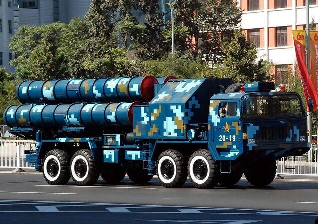 Sistema antiaéreo chino HQ-9 durante un desfile militar