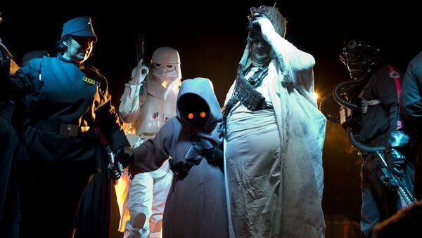 Fans de la saga de Star Wars con trajes de los personajes (archivo) - Sputnik Mundo