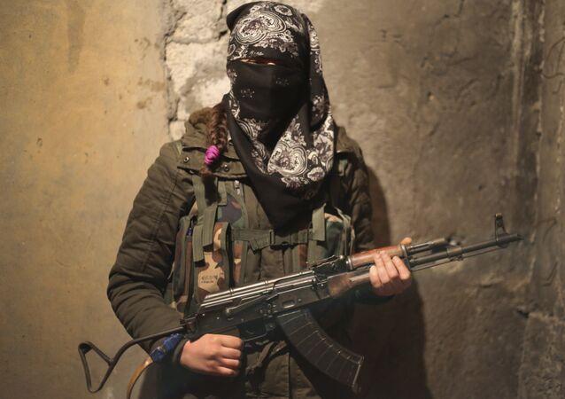 Una soldado kurda