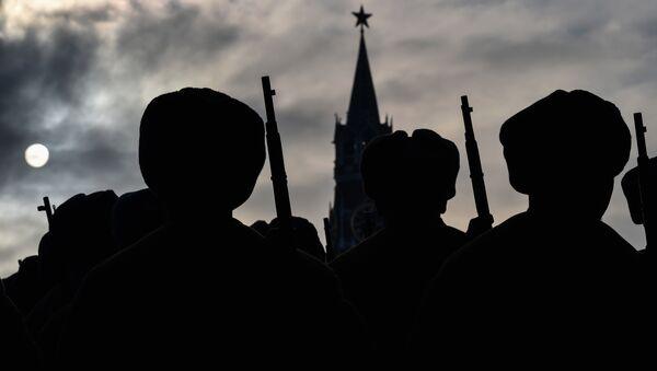 Soldados rusos en la Plaza Roja en Moscú - Sputnik Mundo