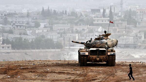 Tanque turco en la frontera con Siria - Sputnik Mundo