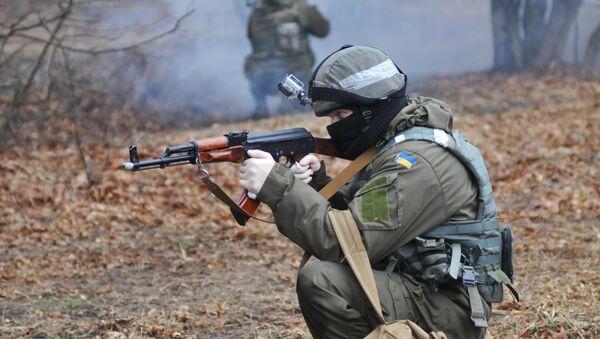 Militares ucranianos durante las maniobras - Sputnik Mundo