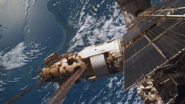Модуль Спектр, пристыкованный к орбитальной станции Мир - Sputnik Mundo