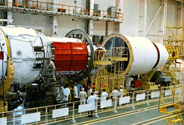 """La primera estación espacial modular en el mundo: """"Mir"""" - Sputnik Mundo"""