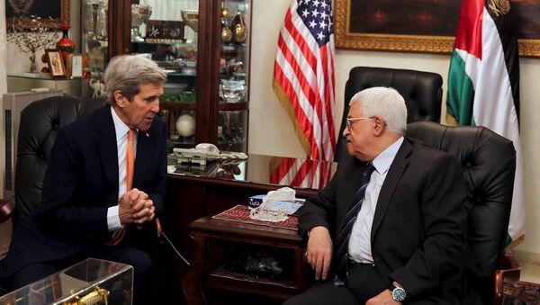 Secretario de Estado de EEUU, John Kerry y  Ppesidente de Palestina, Mahmud Abás - Sputnik Mundo