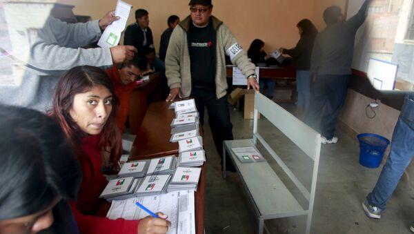 Comienza el escrutinio en Bolivia - Sputnik Mundo