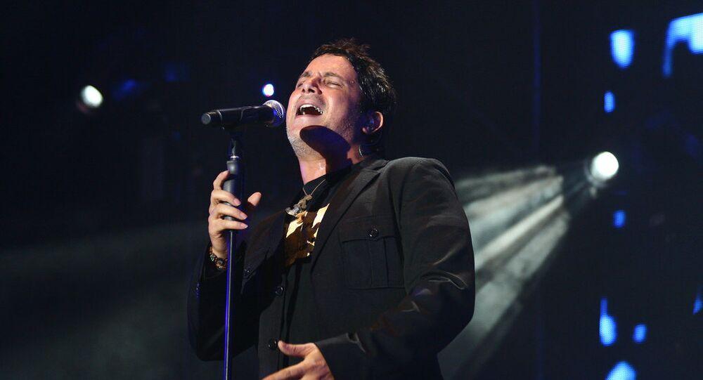 Alejandro Sanz , cantante español