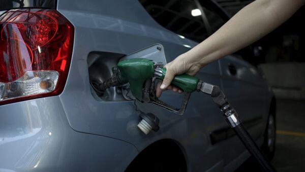 Repostando gasolina - Sputnik Mundo