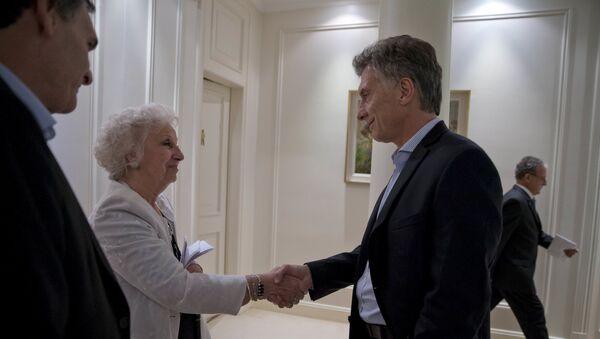 Presidente de Argentina, Mauricio Macri y presidenta de Abuelas de Plaza de Mayo, Estela de Carlotto - Sputnik Mundo